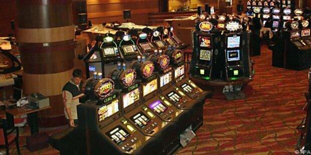 Frau gewinnt in Casino - 95814